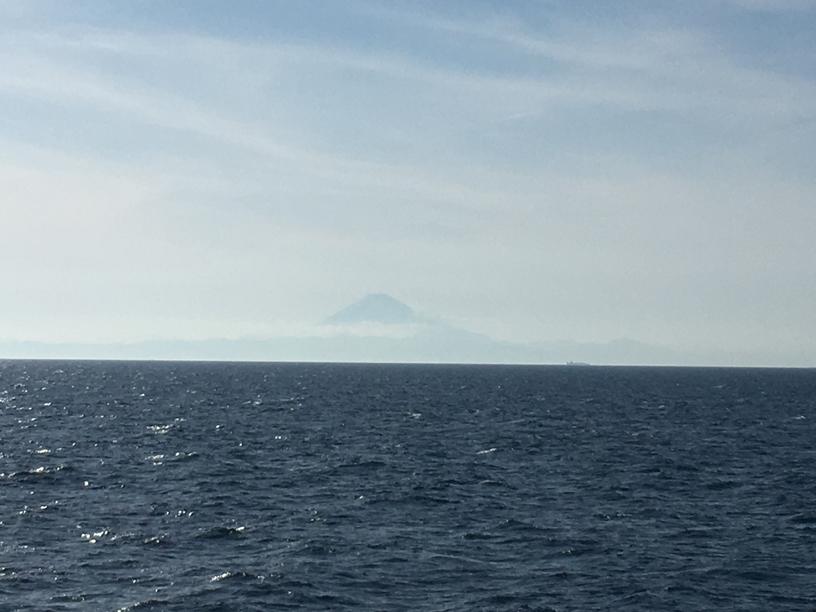 船から見る富士山