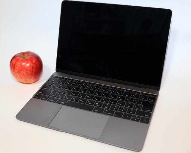 リンゴとマックのパソコン