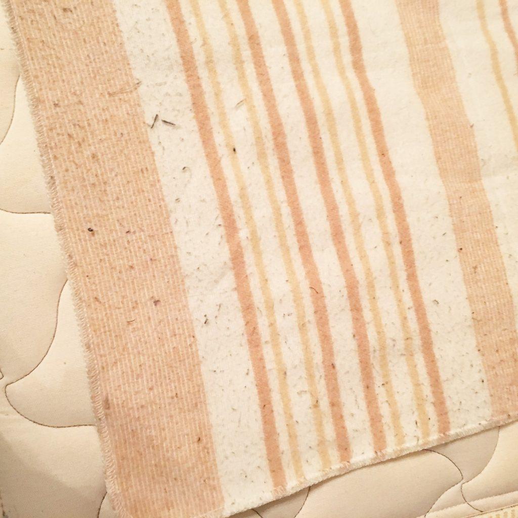 毛玉のたくさんついた電気毛布