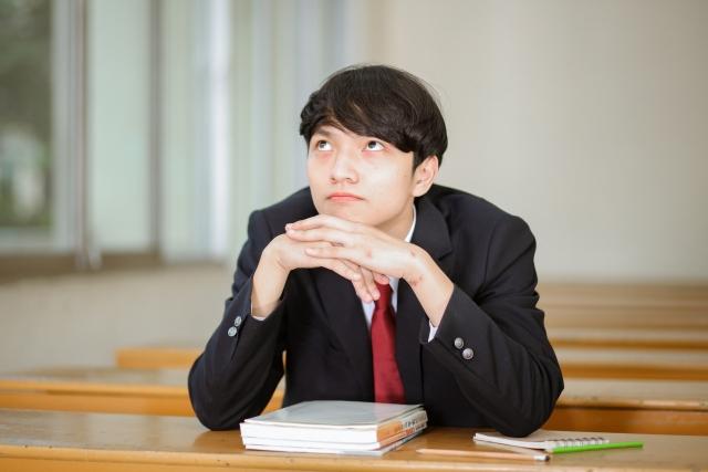考え中の学生