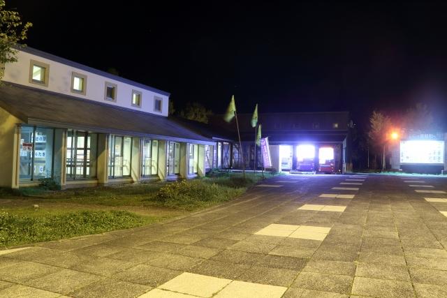 深夜の駐車場