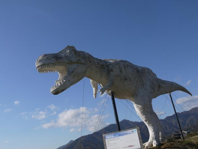 巨大な恐竜オブジェ