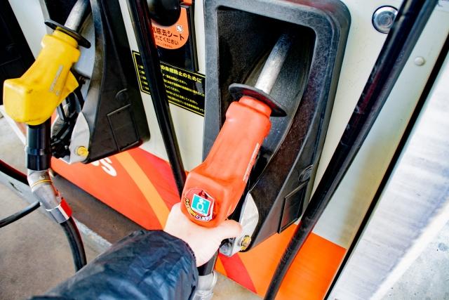 ガソリンのセルフ給油
