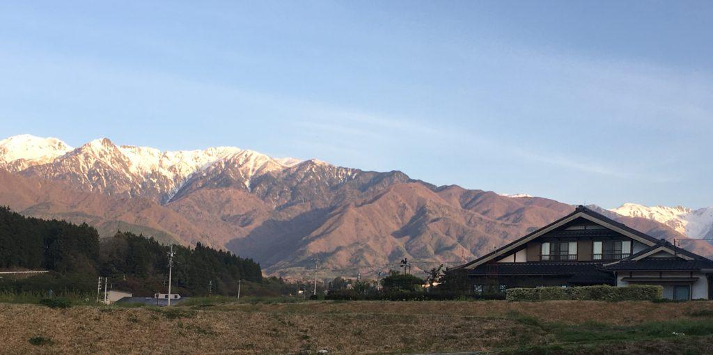 長野県の雪山の景色